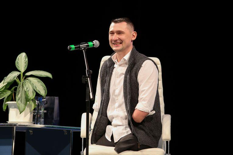Мотивационный спикер Алексей Талай рассказал молодёжи из Новополоцка как любить жизнь поверить в себя